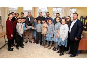 Başkan Karaosmanoğlu, Kandıra Da Öğrencilere Tablet Dağıttı