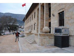Amasya Hükümet Konağı'na Engelli Asansörü Yapıldı