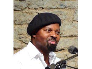 Man Booker Ödüllü Yazar Okri, İstanbul'a Geliyor