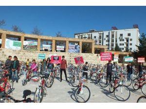 Okullara Bisiklet Dağıtıldı