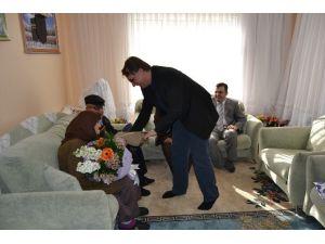 Kulu'da Sevgililer Gününde Yaşlı Çiftlere Anlamlı Ziyaret