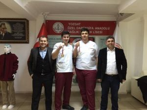 Yozgat Darüşşifa Sağlık Meslek Lisesi Güreşte İki Birincilik Elde Etti
