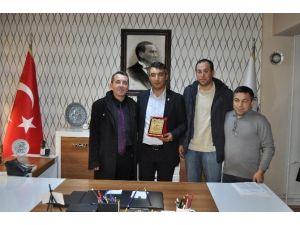 Görme Engellilerden İl Müdürü Aksoy'a Teşekkür Ziyareti