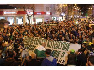 Bursaspor taraftarları TFF'ye tepki için yürüdü