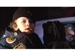 İzmir'de Aralarında Bebeklerinde Olduğu 43 Göçmen Yakalandı