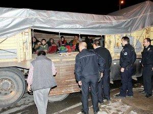 İzmir'de Yunan adalarına geçmeye çalışan 62 sığınmacı yakalandı