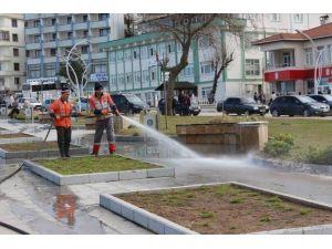 Sokaklar Tazyikli Su İle Yıkanıyor
