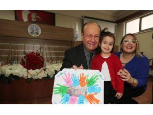 Başkan Özakcan, Minik Öğrencileri Ağırladı