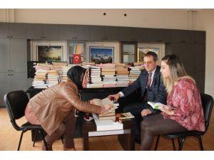 """Yomra Belediyesi'nden """"Çayını İç, Kitabını Oku"""" Projesi"""