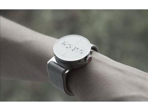 Güney Kore firmasından görme engelliler için parmakla okunan ilk akıllı saat