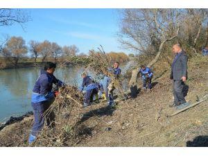 Büyükşehir, Ceyhan Nehri Kıyılarını Temizliyor