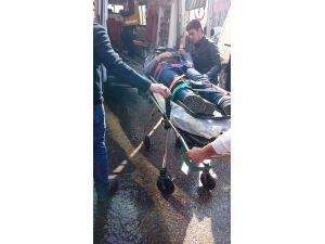 Üzerine buz kütlesi düşen iki kişi hastanelik oldu