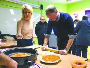 Alman milletvekili lahmacun pişirdi