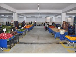 Kuşadası Belediye Kapalı Pazar Yeri 1,5 Yıl Gecikmeli Hizmete Girdi