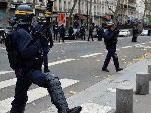 Fransa'da olağanüstü hâl 26 Mayıs'a kadar uzatıldı