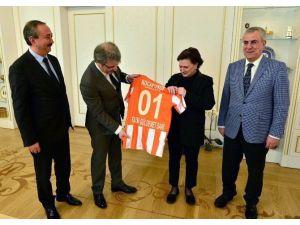 Adanaspor'dan Bakan Sarı'ya Ziyaret
