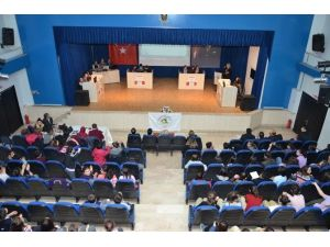 Bilgi Yarışmasının İlk Turunda 8 Okul Yarışacak