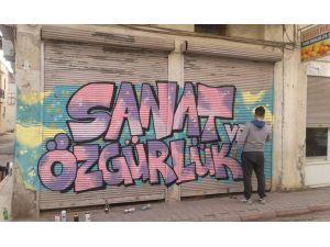 Adana'nın eski sokaklarına grafiti ışığı