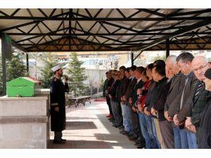 Ankara'da AVM'de İntihar Eden Genç Kız Toprağa Verildi