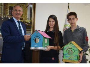 Kuş Evleri Başkan Kale'ye Hediye Edildi
