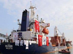 Yemen'e yardım götüren 'Şefkat Gemisi' Süveyş Kanalı'nı geçti