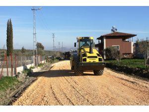 Ekinci Mahallesindeki yol yapım çalışmaları devam ediyor
