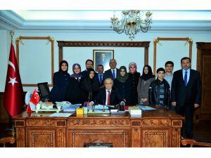 Öğrenciler umre harçlıkları ile Türkmenlere destek oldu