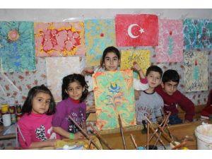 Eyyübiyeli Çocuklar Ve Yetişkinler Ebru Sanatını Öğreniyor