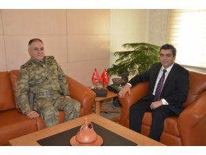 Korgeneral Metin Gürak, şehit ailelerini ziyaret için Kayseri'ye geldi