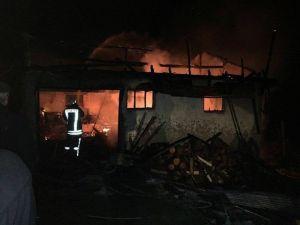 Elektrik Kontağından Çıkan Yangında Bir Ev Küle Döndü
