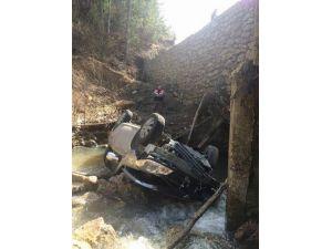Bolu'da Otomobil Dereye Uçtu: 1 Ölü, 3 Yaralı