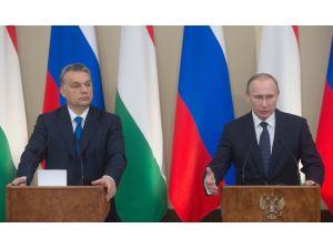 Putin: Mülteci problemini çözmek için önce terörü yok etmeliyiz