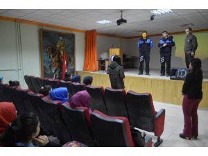 Sosyal Bilimler Lisesinde Bilgilendirme Toplantısı Yapıldı