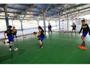 Buca'da Ücretsiz Futbol Kursu