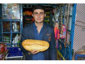 Marketten Aldığı Ekmeğin İçinden Somun Çıktı