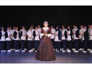 Florence Nightingale'den Işık Alarak Mesleklerine Başladılar