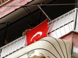 Şehidin evi bayraklarla donatıldı