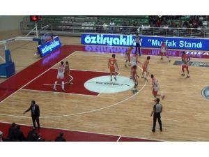 Rakibine Dirsek Atan Basketbolcuya 8 Maç Men