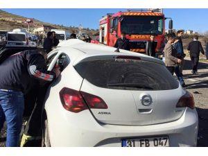 Otomobil İle Beton Mikseri Çarpıştı: 1 Yaralı