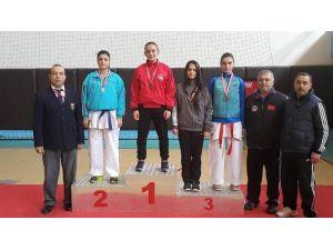 Okul Sporları Karate Şampiyonasında Manavgat Madalyaları Topladı