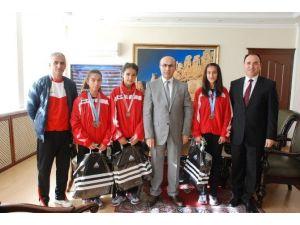 Tarımspor'un Şampiyonları Vali Demirtaş'ı Ziyaret Etti