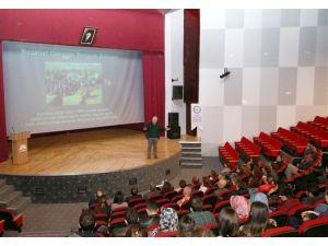 """""""Betona İnat Doğal Hayat: Nezahat Gökyiğit Botanik Bahçesi"""" Konferansı"""
