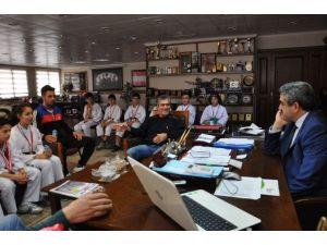 Karateciler Başkan Alıcık'ı Ziyaret Etti