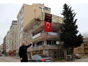 Kilise Pastörü, Terörü Türk Bayrağı Ve Pankartla Lanetledi
