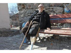 """81 Yıldır Kendi Yaptığı """"Tahta Protez Bacakla"""" Yaşıyor"""