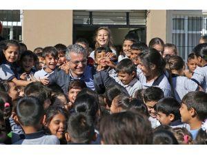 Karşıyaka'da Onlarca Öğrenciye Karşılıksız Burs