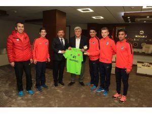 Avrupa Şampiyonu Atletlerden Başkan Karaosmanoğlu'na Ziyaret