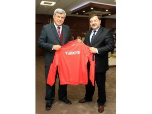 Başkan Karaosmanoğlu, ''Güreşte Altyapıya Yöneliyoruz''