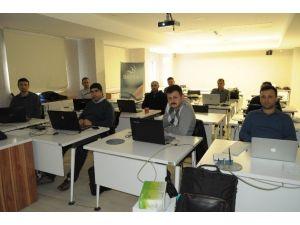 Öğretmenlere Beyaz Şapkalı Hacker Ve Network Güvenliği Konuları Anlatıldı
