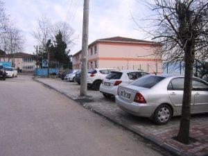 Belediyeden Okul Önüne Otopark
